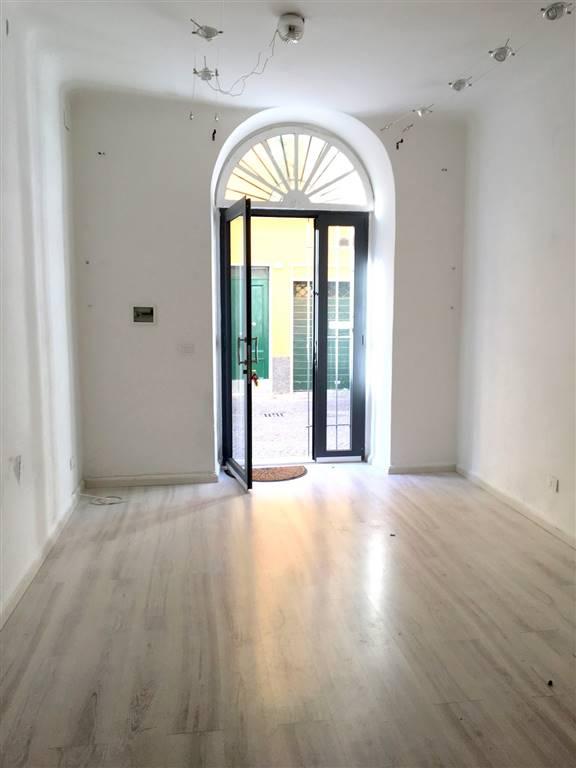 Immobile Commerciale in affitto a Sarzana, 2 locali, zona Località: CENTRO STORICO, prezzo € 400 | CambioCasa.it