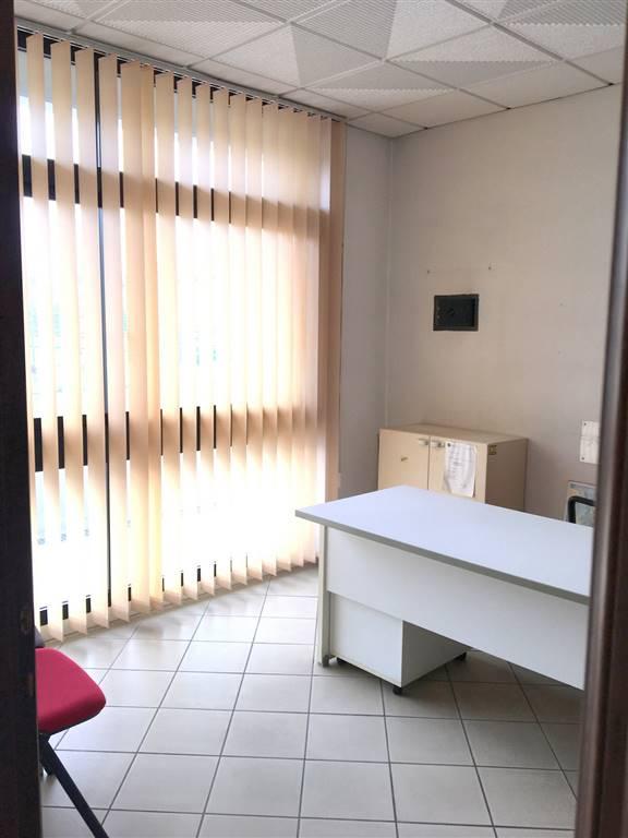 Ufficio / Studio in affitto a Castelnuovo Magra, 8 locali, zona Zona: Molicciara, prezzo € 1.600 | Cambio Casa.it