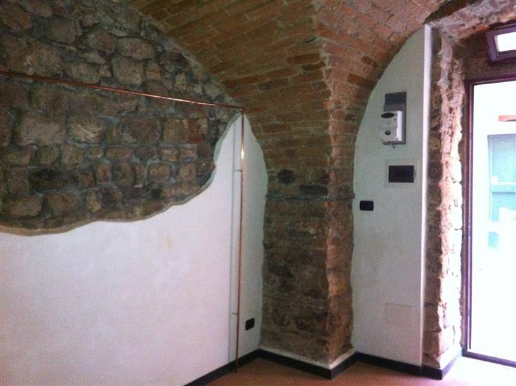 Immobile Commerciale in affitto a Sarzana, 1 locali, zona Località: CENTRO STORICO, prezzo € 300 | CambioCasa.it