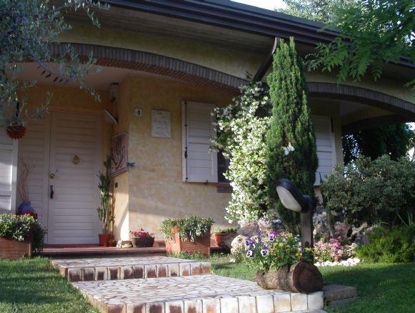 Villa in vendita a Conselice, 10 locali, zona Zona: Lavezzola, prezzo € 380.000   Cambio Casa.it