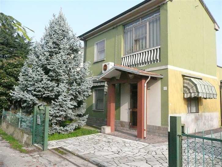 Soluzione Indipendente in vendita a Argenta, 5 locali, zona Zona: Filo, prezzo € 53.000 | Cambio Casa.it