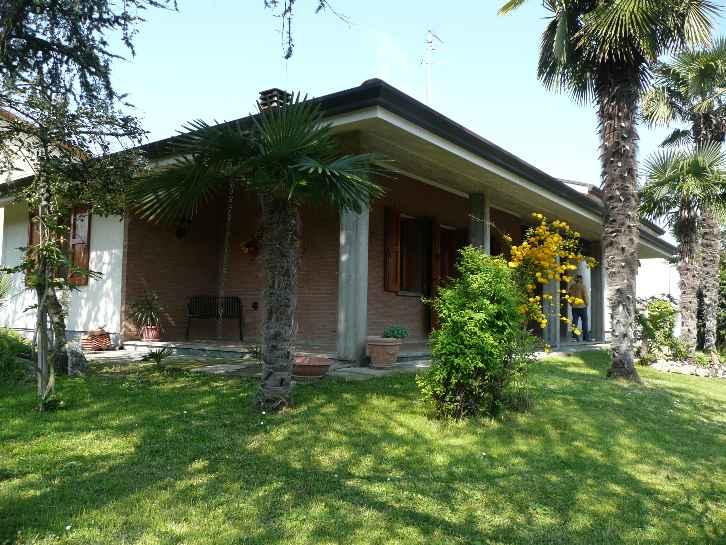 Villa in vendita a Argenta, 8 locali, zona Zona: Consandolo, prezzo € 215.000 | Cambio Casa.it