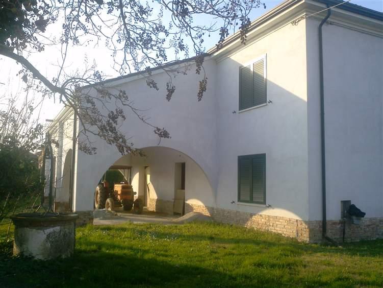 Rustico / Casale in vendita a Portomaggiore, 12 locali, zona Località: CENTRO, prezzo € 270.000 | Cambio Casa.it