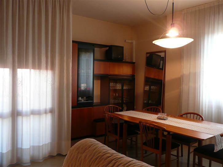 Appartamento in affitto a Argenta, 6 locali, zona Località: CENTRO, prezzo € 650 | Cambio Casa.it