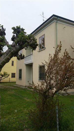 Soluzione Indipendente in vendita a Lugo, 10 locali, prezzo € 110.000 | Cambio Casa.it