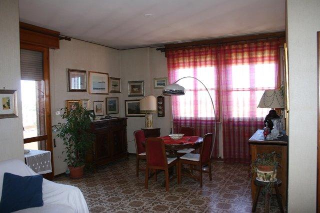 Appartamento in vendita a Argenta, 6 locali, prezzo € 155.000   Cambio Casa.it