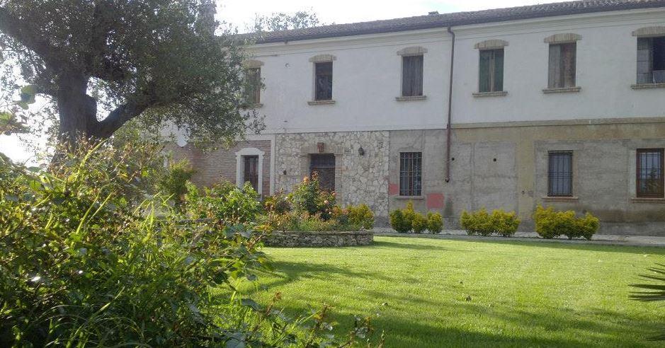 Rustico / Casale in vendita a Alfonsine, 20 locali, zona Zona: Longastrino, Trattative riservate | Cambio Casa.it