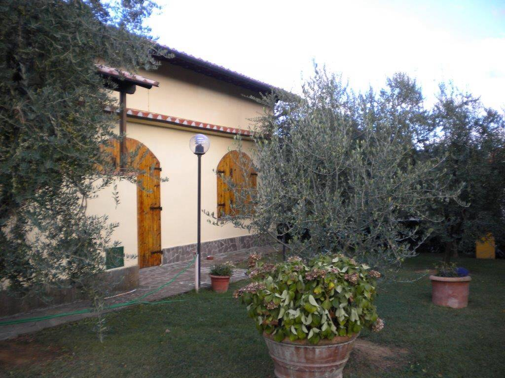Villa in vendita a Reggello, 10 locali, zona Zona: Cancelli, prezzo € 485.000 | CambioCasa.it
