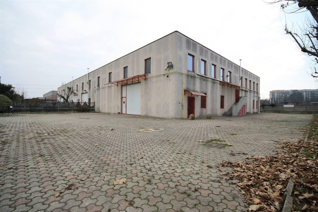 Capannone in affitto a Limbiate, 10 locali, zona Zona: Pinzano, prezzo € 2.500   Cambio Casa.it