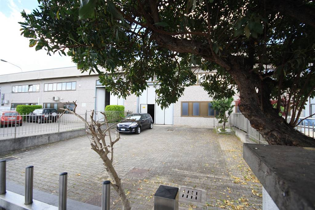 Capannone in affitto a Senago, 4 locali, prezzo € 1.350 | Cambio Casa.it