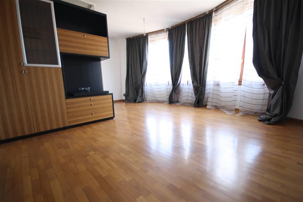 Appartamento in affitto a Senago, 4 locali, prezzo € 750 | CambioCasa.it