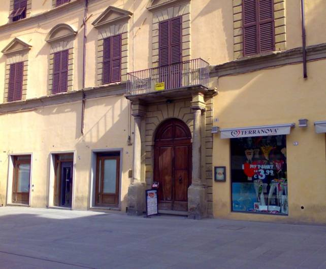 Appartamento in vendita a Città di Castello, 7 locali, zona Località: CENTRO STORICO, Trattative riservate | Cambio Casa.it
