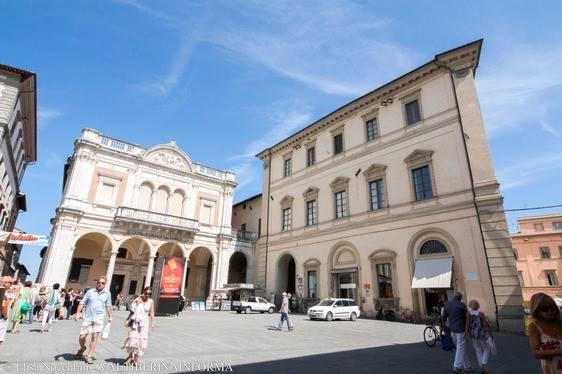 Appartamento in affitto a Città di Castello, 6 locali, zona Località: LIMITROFO CENTRO STORICO, prezzo € 650 | CambioCasa.it