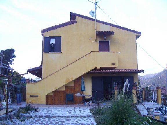 Soluzione Indipendente in vendita a Ventimiglia, 7 locali, prezzo € 530.000 | CambioCasa.it