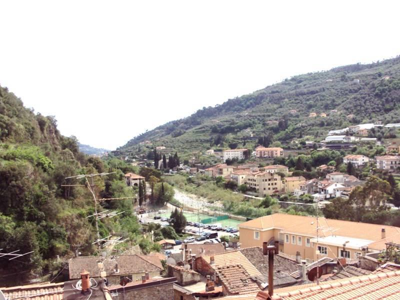 Soluzione Indipendente in vendita a Dolceacqua, 6 locali, prezzo € 330.000 | Cambio Casa.it