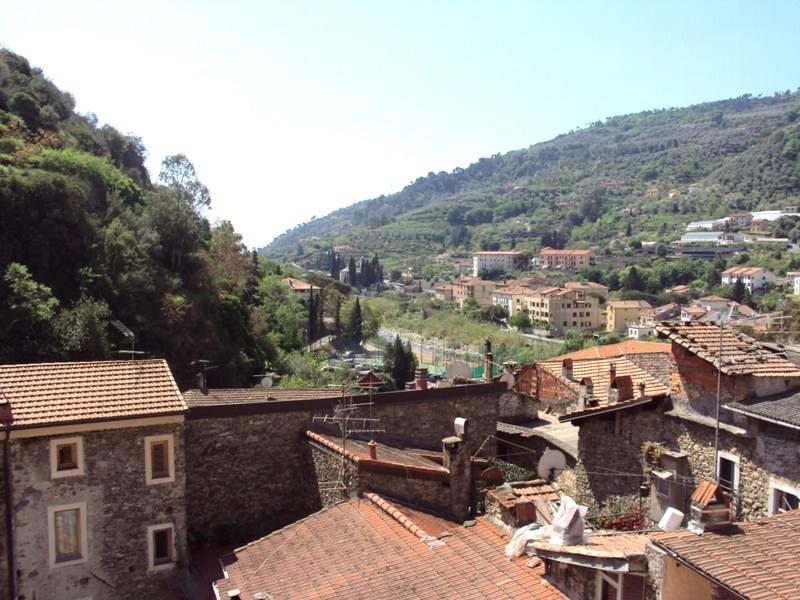 Appartamento in vendita a Dolceacqua, 3 locali, prezzo € 145.000 | Cambio Casa.it
