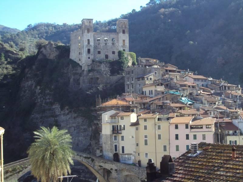 Soluzione Indipendente in vendita a Dolceacqua, 7 locali, prezzo € 200.000 | Cambio Casa.it