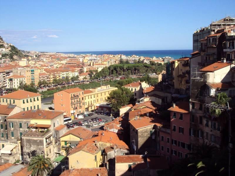 Appartamento in vendita a Ventimiglia, 4 locali, prezzo € 210.000   Cambio Casa.it