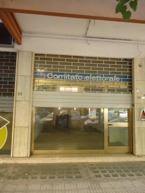 VIA G. PAPATODERO, 20: Locale commerciale di mq. 43 circa con vetrina fronte strada,composto da unico vano con bagno e sottolocale di mq. 36 circa.
