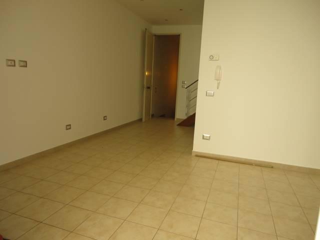 VIALE TARANTO, 35A: Bilocale al primo piano composto da ingresso, pranzo, cucinotto e bagno. Soppalco con accesso da scala interna con camera da