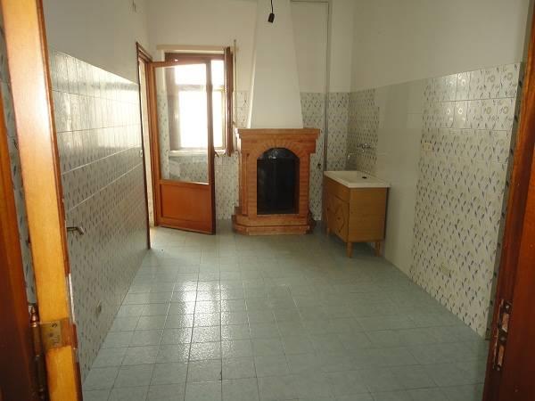 Via Lecce, Surbo, appartamento posto al 4° piano ideale ad uso investimento.  L'immobile è composto da ingresso, soggiorno, cucina abitabile con