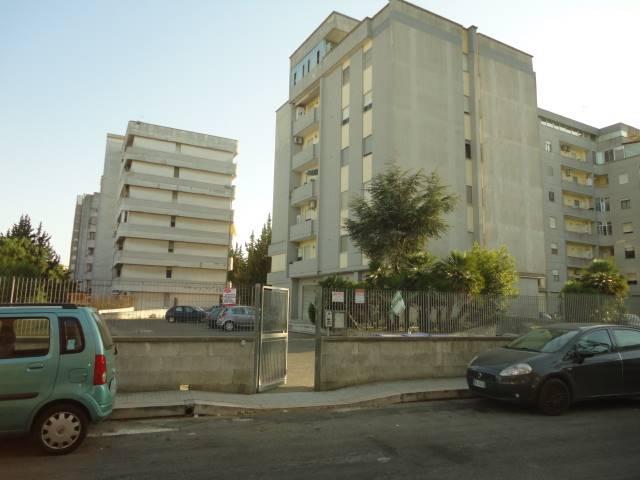 VIA CAVALIERI VITTORIO VENETO: Appartamento al 4° piano composto da ingresso, pranzo, due camere da letto, cucinotto, un bagno, balconi. Richiesta €