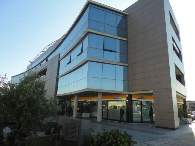VIALE ALDO MORO: luminoso ufficio di recente costruzione, posto al terzo piano, in contesto signorile.  L'immobile si compone da ingresso, sala