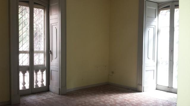 Trilocale, Chiaia, Napoli, da ristrutturare
