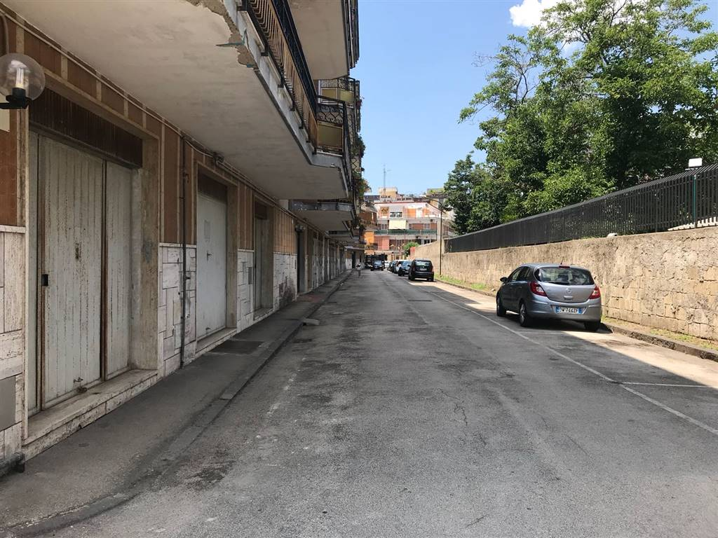 garage-Box-posto auto  in Vendita a Napoli