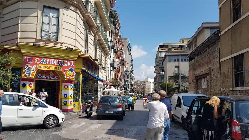 Attività commerciale Bilocale in Affitto a Napoli