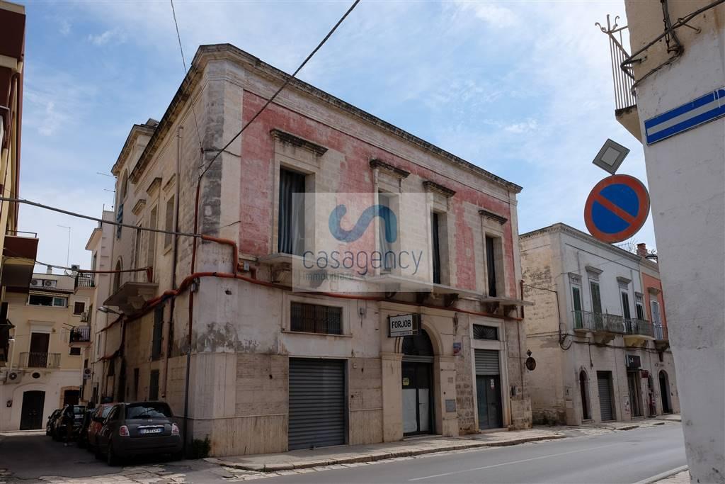 Palazzo-stabile  in Vendita a Fasano