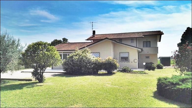 Villa in Vendita a Sermoneta
