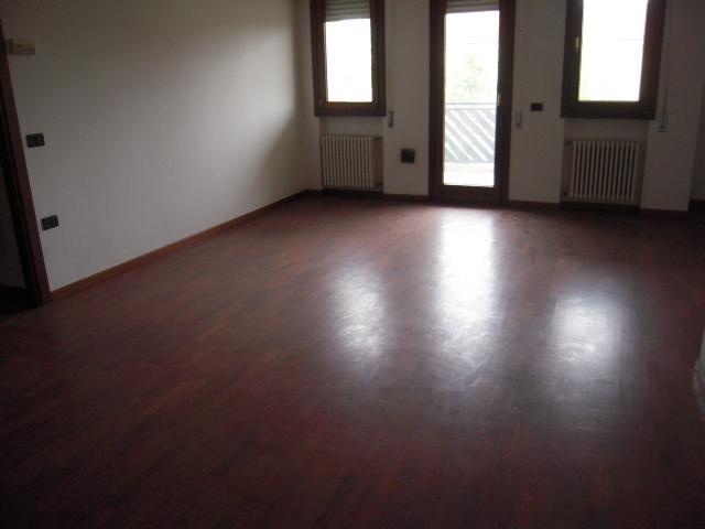 Appartamento in affitto a Padova, 4 locali, zona Zona: 6 . Ovest (Brentella-Valsugana), prezzo € 500 | Cambio Casa.it