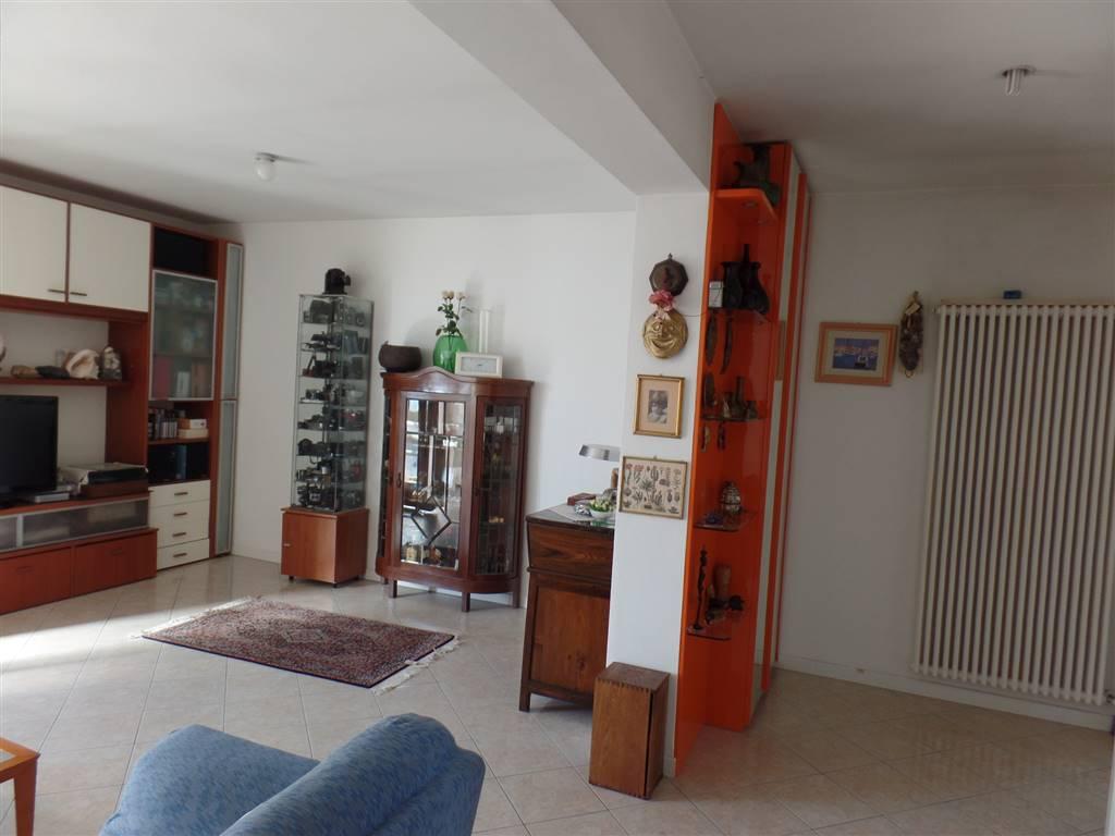 Appartamento in vendita a Padova, 5 locali, zona Zona: 3 . Est (Brenta-Venezia, Forcellini-Camin), prezzo € 190.000 | Cambio Casa.it