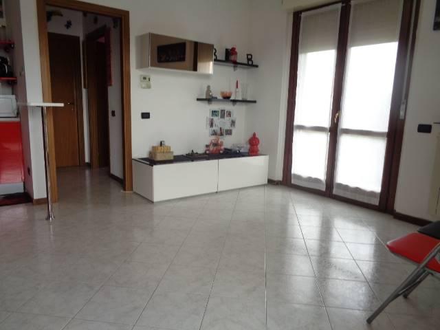 Appartamento in affitto a Trezzano sul Naviglio, 2 locali, prezzo € 550 | CambioCasa.it