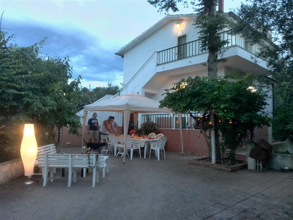 Soluzione Indipendente in vendita a Rodi Garganico, 6 locali, prezzo € 230.000 | Cambio Casa.it