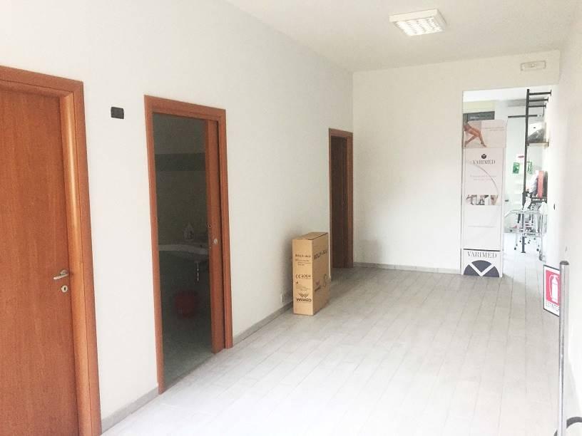 Negozio / Locale in vendita a San Giorgio a Cremano, 2 locali, zona Località: SEMICENTRALE, prezzo € 120.000 | CambioCasa.it