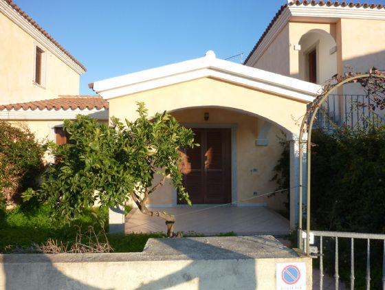 Villa in vendita a San Teodoro, 4 locali, prezzo € 260.000 | Cambio Casa.it