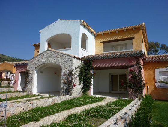 Annunci di case e appartamenti in vendita a san teodoro for Vendita case a san teodoro