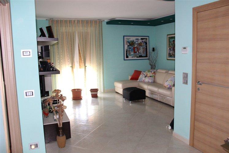 Appartamento in vendita a Maiolati Spontini, 4 locali, zona Zona: Moie, Trattative riservate | Cambio Casa.it