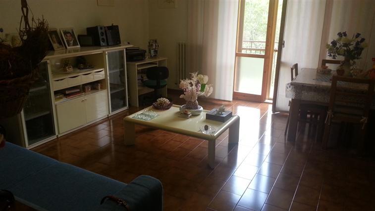 Appartamento in vendita a Rosora, 4 locali, zona Zona: Angeli, prezzo € 98.000 | Cambio Casa.it