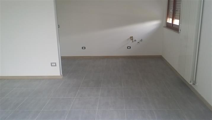 Appartamento in vendita a Rosora, 5 locali, zona Zona: Angeli, prezzo € 100.000 | Cambio Casa.it