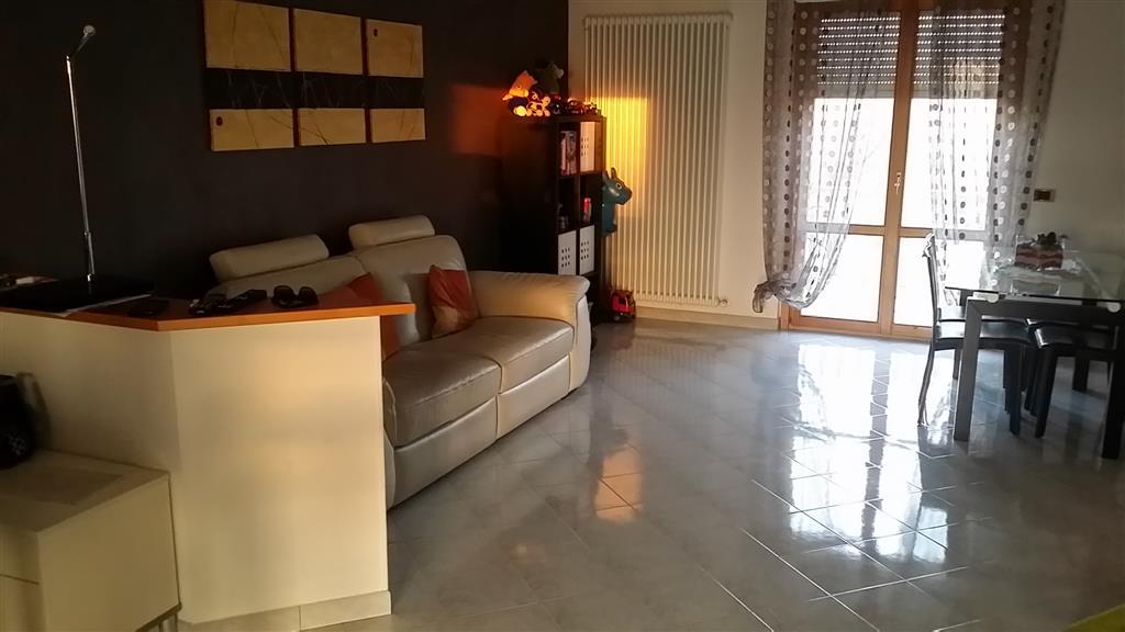 Appartamento in vendita a Maiolati Spontini, 4 locali, zona Zona: Moie, prezzo € 135.000 | CambioCasa.it