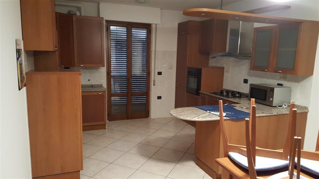 Appartamento in affitto a Serra San Quirico, 5 locali, zona Zona: Forchiusa, prezzo € 400 | Cambio Casa.it