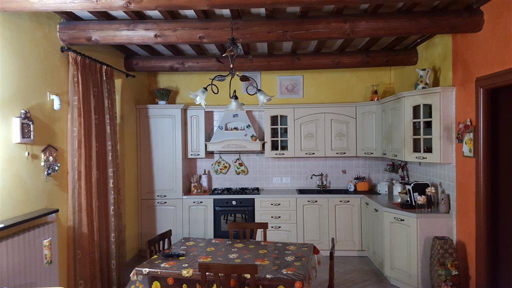 Appartamento in vendita a Castelplanio, 5 locali, zona Zona: Pozzetto, prezzo € 165.000 | Cambio Casa.it