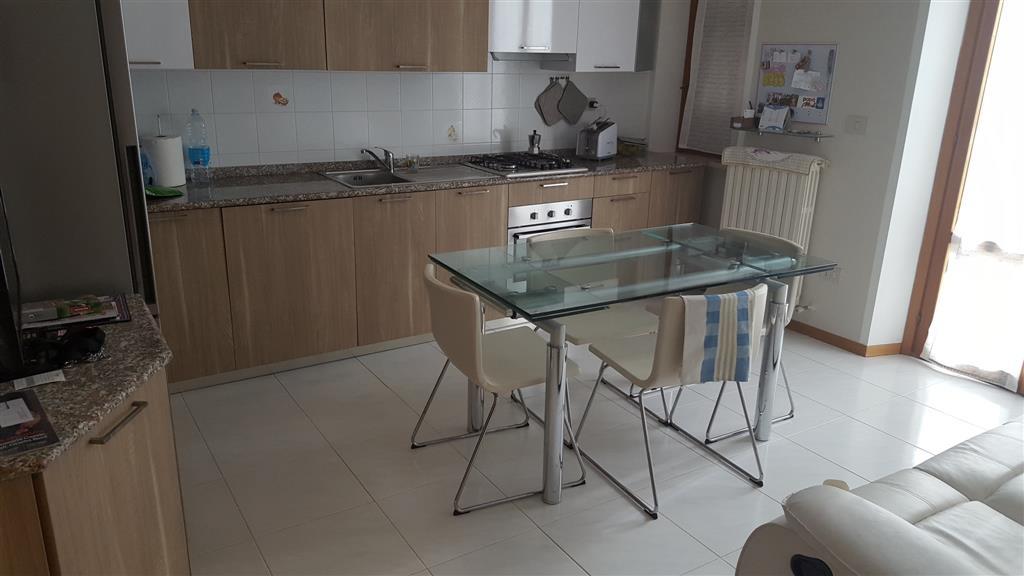 Appartamento in vendita a Maiolati Spontini, 6 locali, zona Zona: Moie, prezzo € 220.000 | Cambio Casa.it