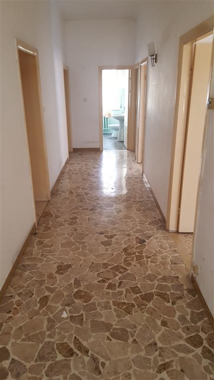 Appartamento in vendita a Maiolati Spontini, 5 locali, zona Zona: Moie, prezzo € 100.000 | Cambio Casa.it