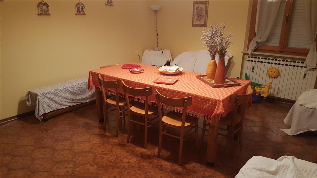 Appartamento in vendita a Maiolati Spontini, 5 locali, zona Zona: Moie, prezzo € 150.000 | Cambio Casa.it
