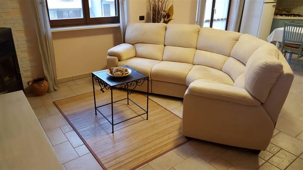 Appartamento in vendita a Rosora, 4 locali, prezzo € 160.000 | CambioCasa.it
