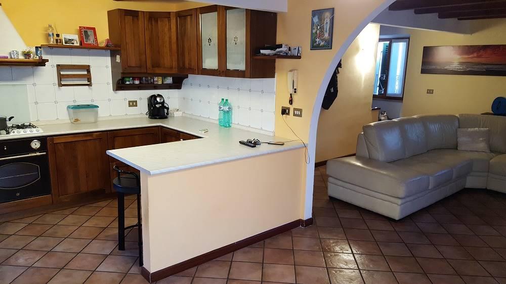 Appartamento in vendita a Castelbellino, 4 locali, zona Zona: Pantiere, Trattative riservate | CambioCasa.it